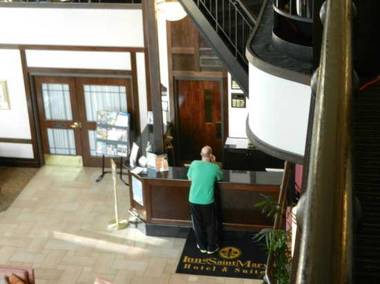 Inn at Saint Mary's Hotel & Suites: Front Desk and Atrium