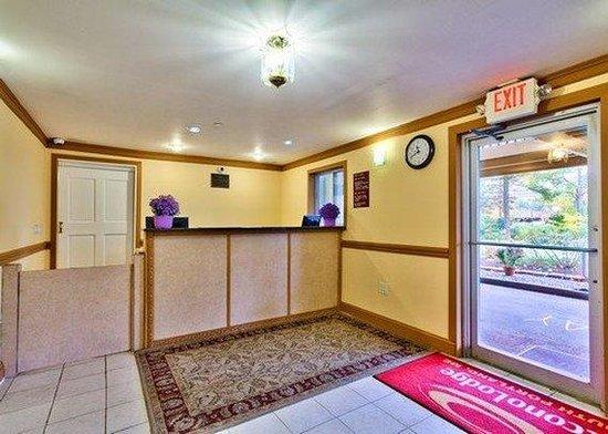 Econo Lodge South Portland: Lobby