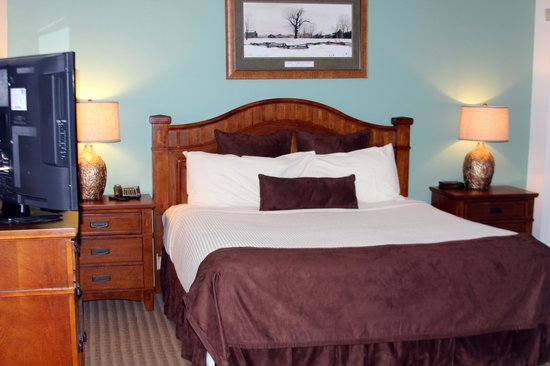 Rumbling Bald Resort on Lake Lure: Master bedroom