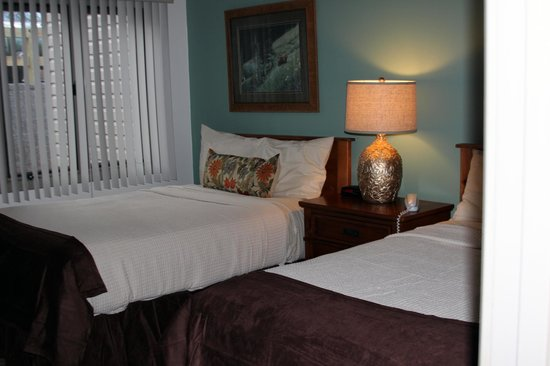 Rumbling Bald Resort on Lake Lure: Guest bedroom