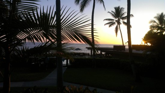 Kanaloa at Kona: Sunset view from our lanai