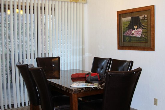Rumbling Bald Resort on Lake Lure: Dining room