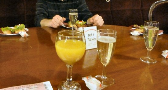 Budapest Operetta Theatre: Our champagne and snack at intermission.