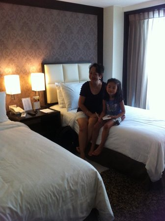 Quest Hotel and Conference Center - Cebu: twin size beds/ deluxe room