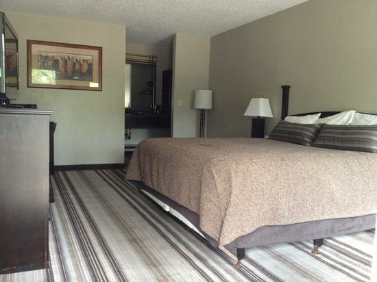 The Lodge Hotel: Clean Comfortable Room