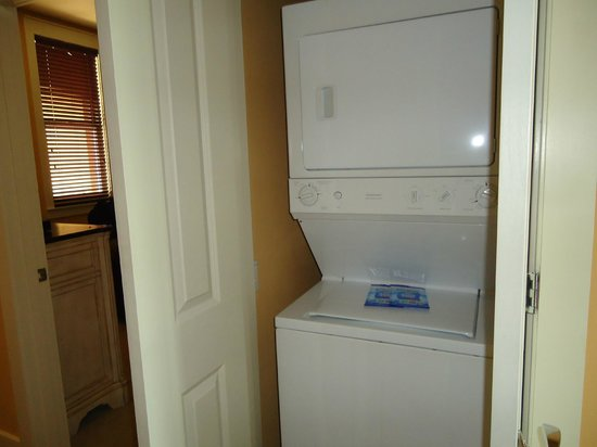 Kiva Dunes Resort: Washer and Dryer in our condo -complete with detergent!