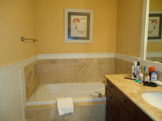Kiva Dunes Resort: Two bathrooms-both have walk in showers and one has large tub with jets!