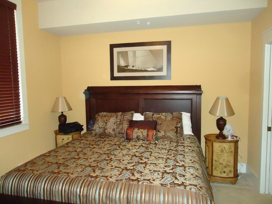 Kiva Dunes Resort: King size bed with walk in closet and ceiling fan