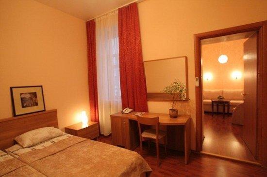 Ave Caesar On Konushennaya: Suite Bedroom