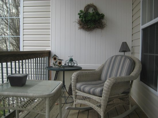 Inn at Harbour Ridge Bed and Breakfast: Private patio for two