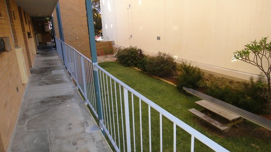 Fremantle Stay: Garden view from 1st floor apartment entrance