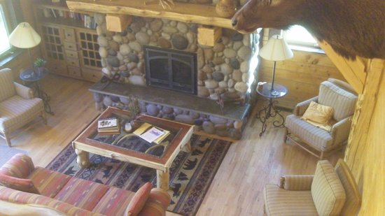 Crossed Sabres Ranch : inside the lodge
