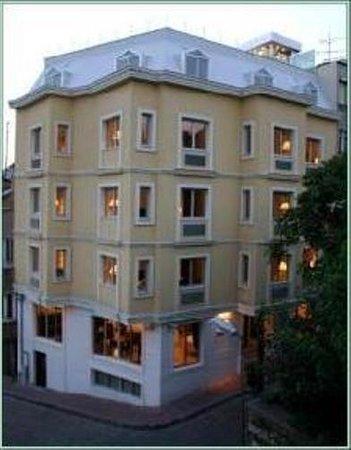 Daphne Hotel: Exterior