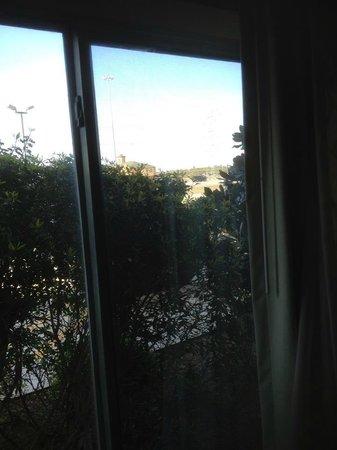 Comfort Suites: Room 313 View of Highway from room