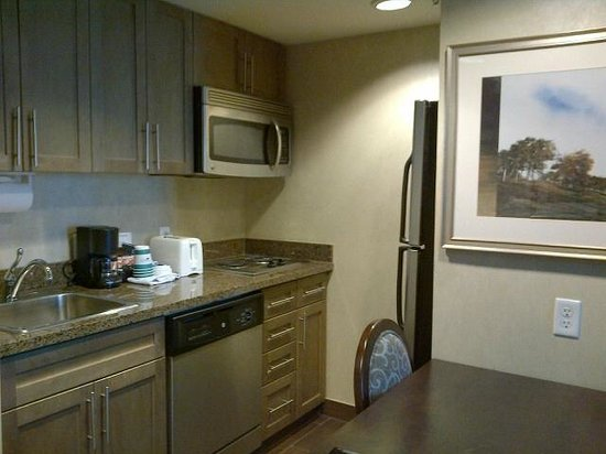 Homewood Suites by Hilton Toronto-Markham : Kitchen in one bedroom suite