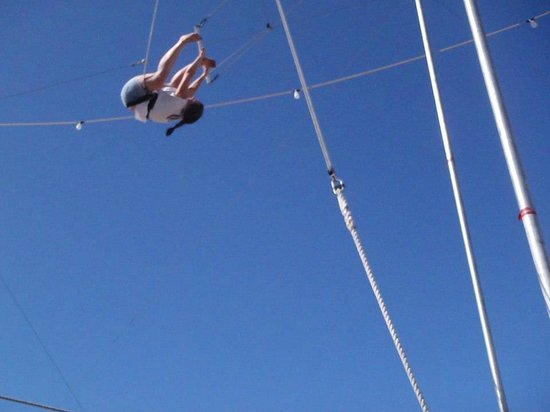 Trapeze Las Vegas: getting the legs up!