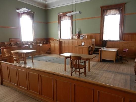 Navajo County Historical Museum: De rechtzaal met links de plaats van de juryleden