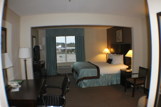 Wingate by Wyndham Southport: Our room