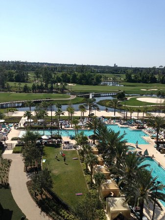 Waldorf Astoria Orlando: overlooking the pool