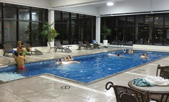 Hilton Garden Inn Montreal Centre-ville: Pool with a city view