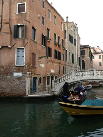 Al Teatro Bed & Breakfast: The Hotel with a gondola in the canal