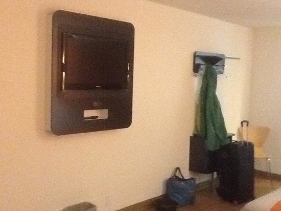 Motel 6 York : Flat screen TV and coat rack. Sorry it's so fuzzy; it was nighttime.