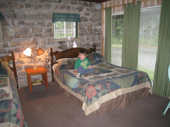 The Balsam Motel & Cottages: Inside the cottage