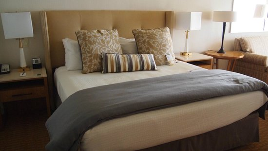 Pelican Inn & Suites: Most comfortable king sized bed ever! Adorably decorated rooms...