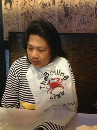 Boiling Crab: complementary bib