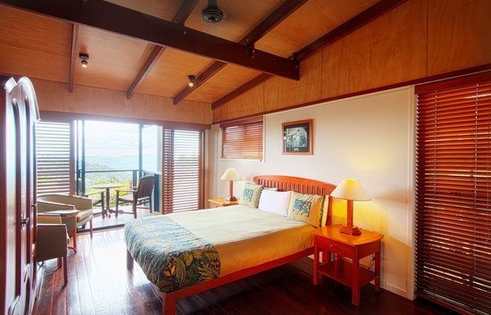 O'Reilly's Rainforest Retreat, Mountain Villas and Lost World Spa: Mountain View Room (Queen) - Internal