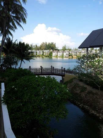 Laguna Holiday Club Phuket Resort: Nice walking area