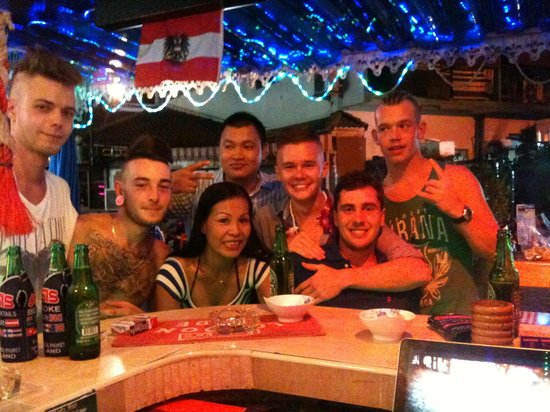 Oasis Bar: Catch up with old friends!!!