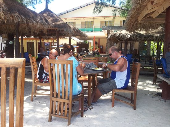 Gili Trawangan: Lunch in the sand
