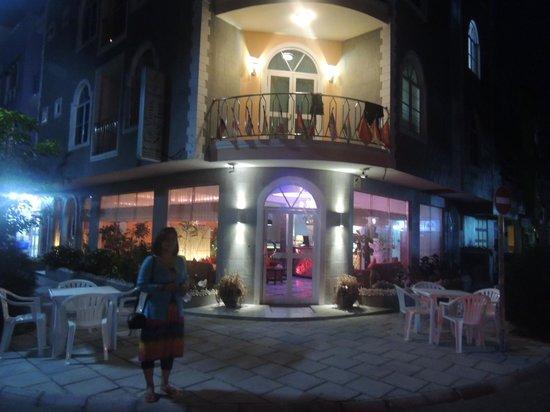 Le Vieux Nice Inn: hotel entrance