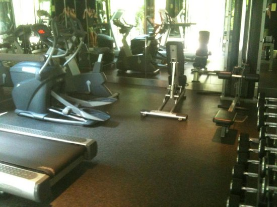 B-Lay Tong Phuket: Gym