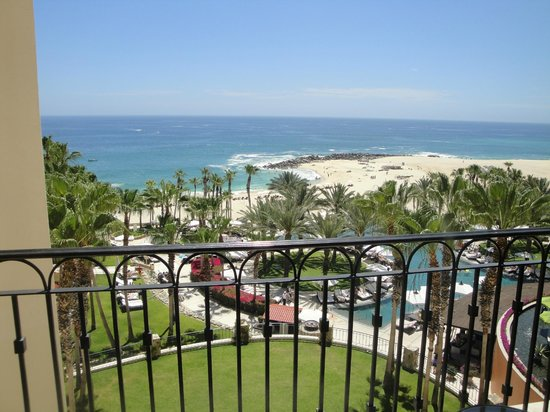 Hilton Los Cabos Beach & Golf Resort: View from balcony of the pool and beach