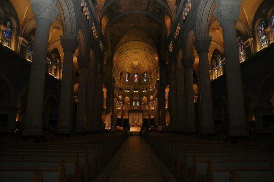 Sanctuaire Sainte-Anne-de-Beaupre: Basilica Interior