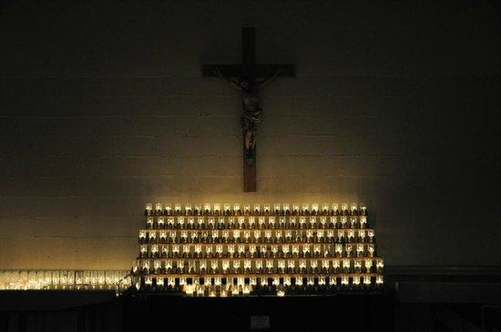 Sanctuaire Sainte-Anne-de-Beaupre: Votive Candles & Crucifix in Basement