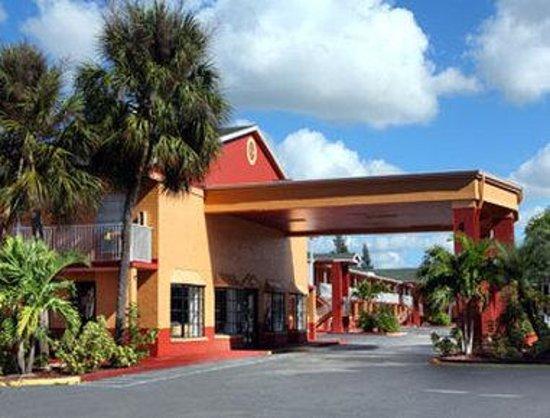 Howard Johnson Inn - FT. Myers FL: Welcome to the Howard Johnson Inn Ft. Myers