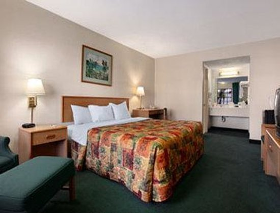 Howard Johnson Inn Fort Myers: Standard King Bed Room