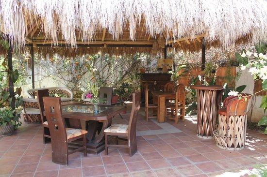 Casa Bella Maria Bed & Breakfast: palapa breakfast/relaxing area