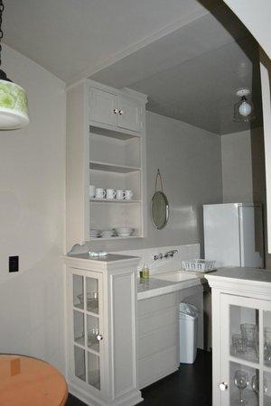 Palihouse Santa Monica: Great kitchen area