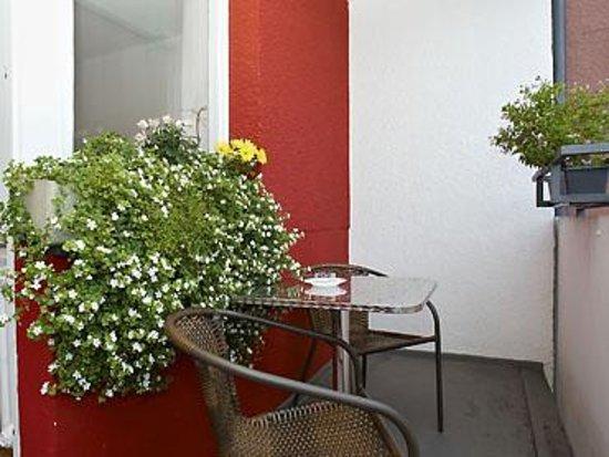 Winterfeldt 10 Apartments : 30,35,40 qm apartment Balkons