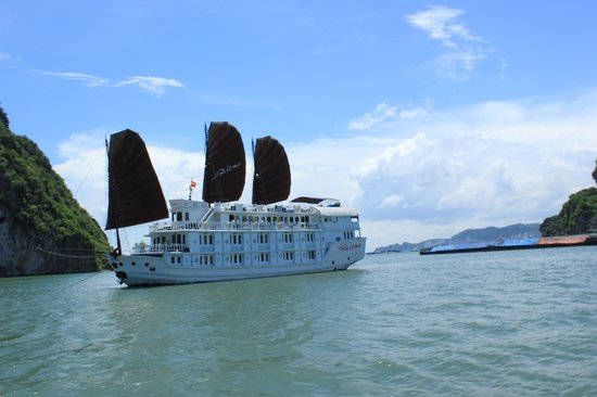 Asia Eyes Travel: Cruise in Halong bay
