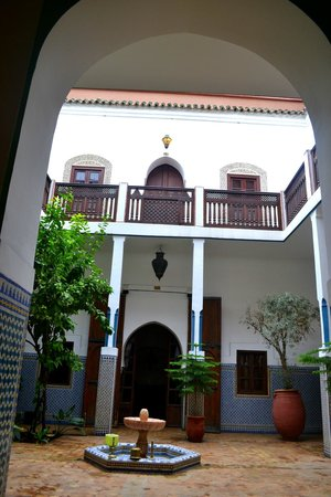 Equity Point Marrakech Hostel: Bottom level courtyard