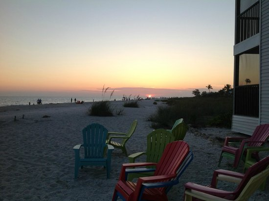 Shalimar Cottages and Motel: Incredible sunset!