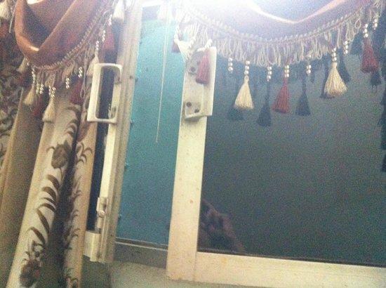 Muskan Hotel: finestra che da sul cavedio