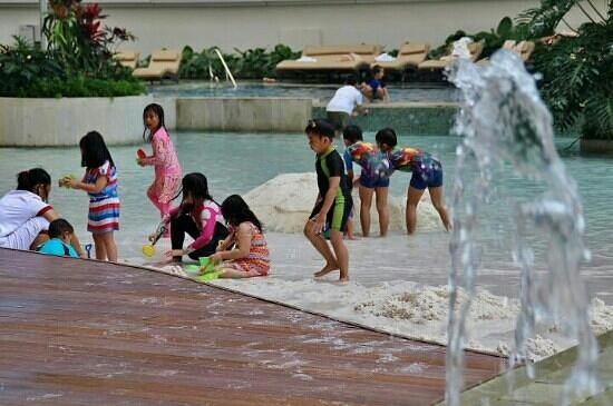 The Trans Luxury Hotel Bandung: Kiddies pool adjacent to the adult's pool ahead. kids can make sand-castles in their pool.