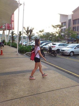 Tune Hotel Danga Bay : car park