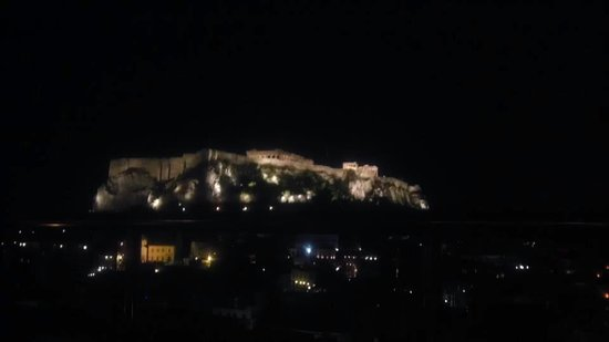 Central Athens Hotel: View of the Acropolis from the bar.